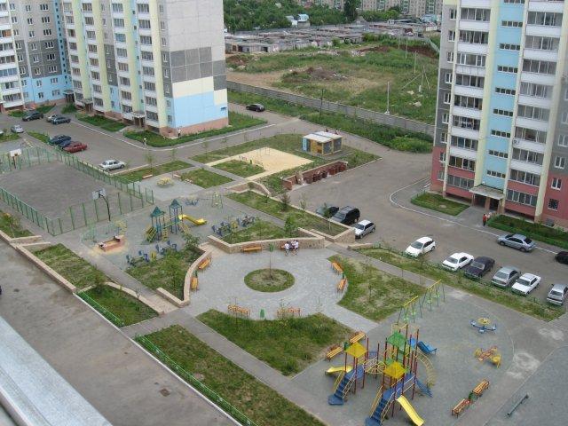 А из нашего окна площадка детская видна (первый тур)