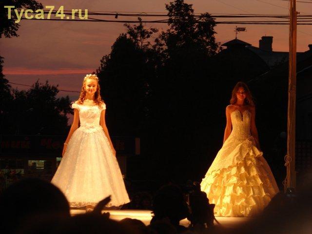 Показ детских вечерних платьев