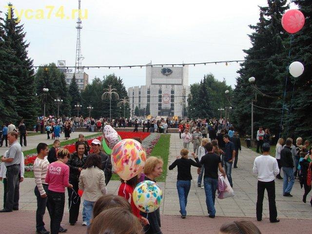 Вид парка на площади Революции